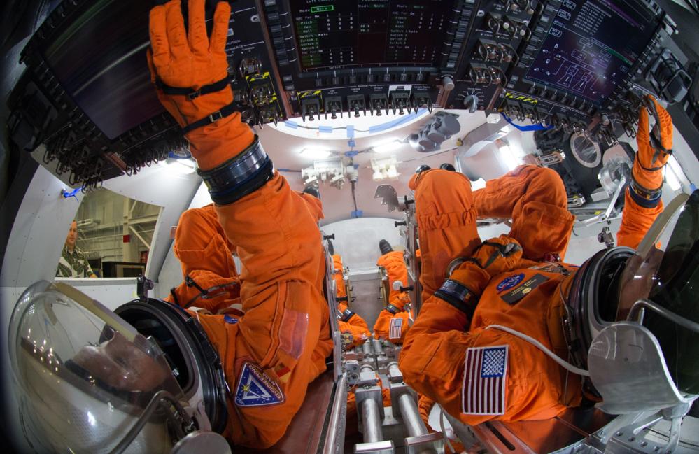 Inne i Orion-kapselen der astronautene skal sitte. Foto: NASA/R. Markowitz