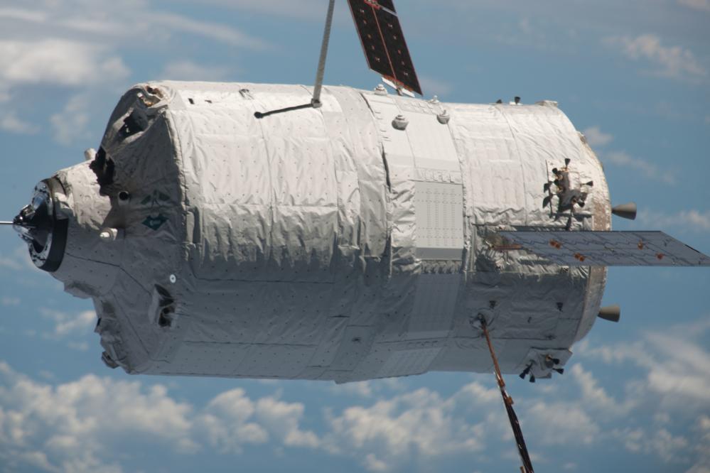 ESAs fraktfartøy ATV nærmer seg romstasjonen. Foto: ESA