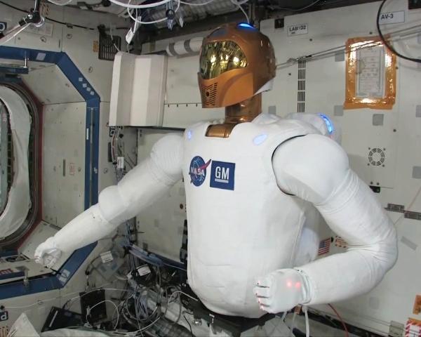 Robonaut R2 testes ombord på romstasjonen for å kunne hjelpe til med farlige eller repetitive jobber. Foto: NASA