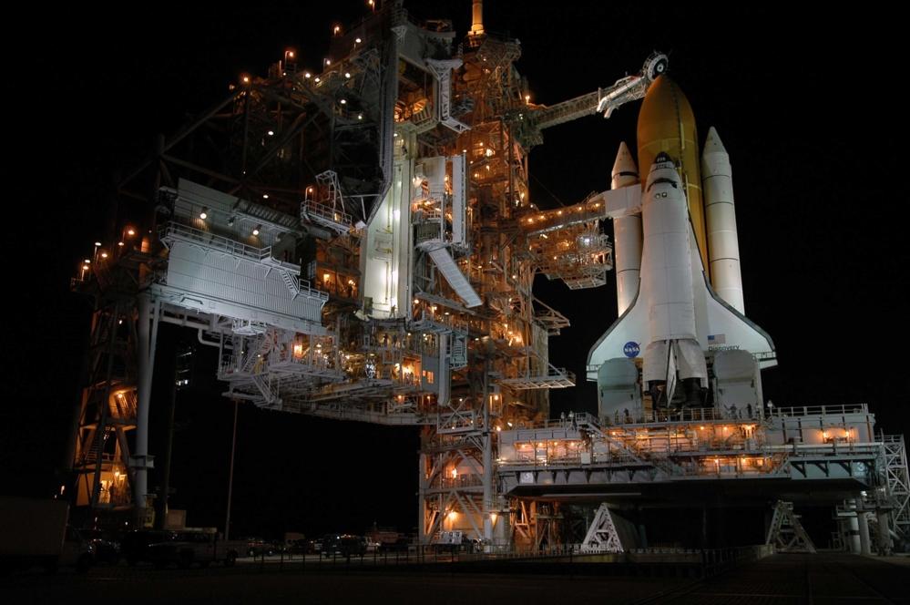Romferga Discovery på rampe 39B på Kennedy Space Center før oppskyting. Foto: NASA