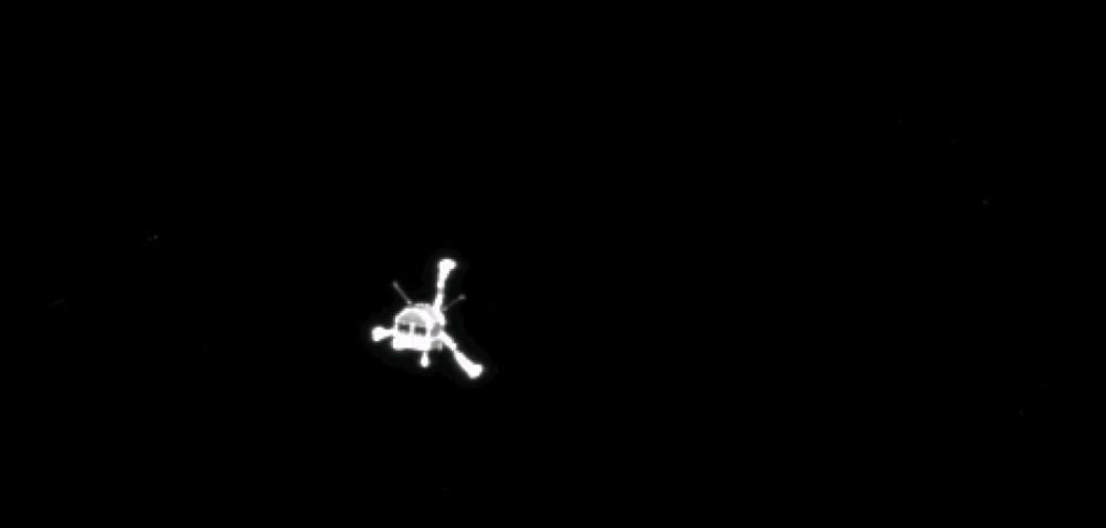 Philae er nettopp separert fra Rosetta og glir sakte ned mot kometen. Foto: ESA.