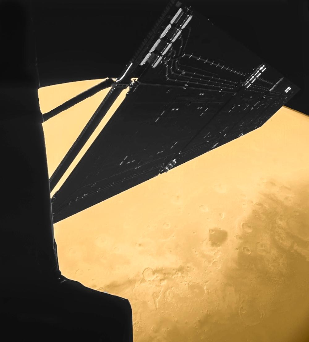Da Rosetta fløy forbi Mars i februar 2007 tok romsonden et bilde av seg selv over Syrte-regionen på vår røde naboplanet. Foto: ESA