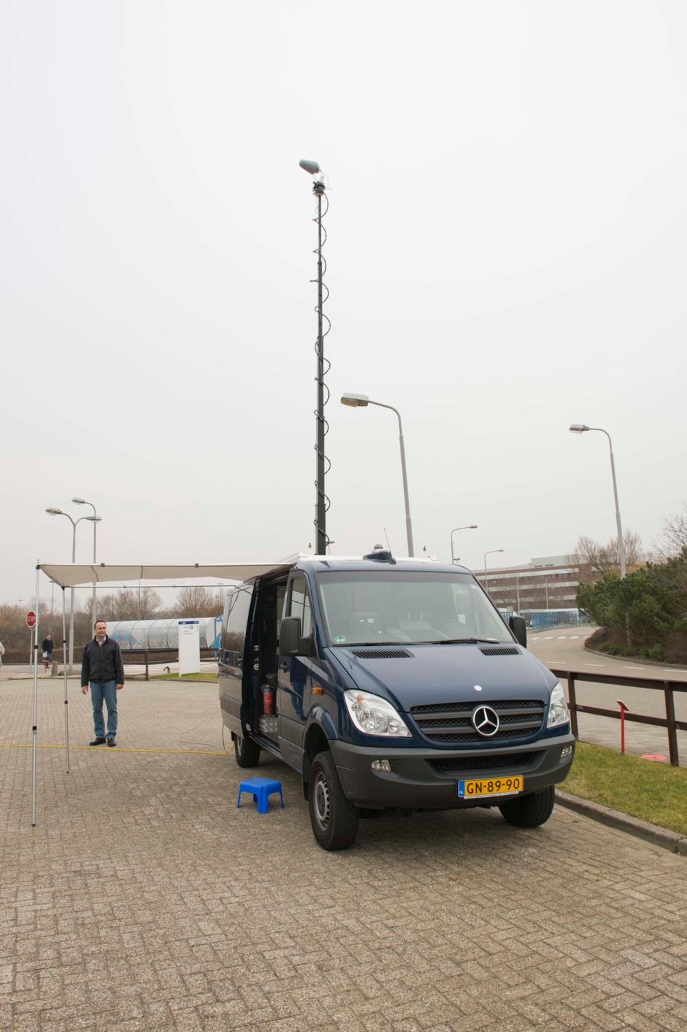 ESAs spesialutstyrte bil for å teste navigasjonssignaler fra Galileo i by og gater. Foto: ESA
