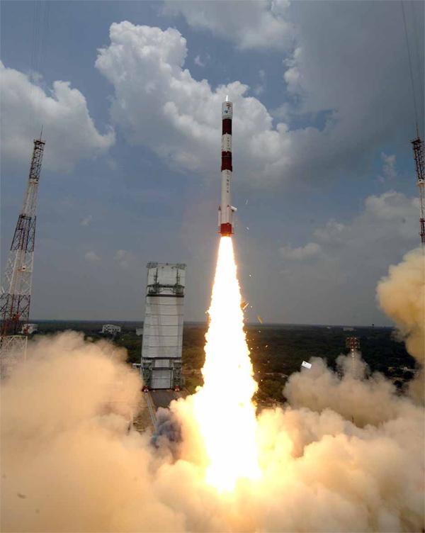 AISSat-1 ble fraktet ut i bane med en indisk bærerakett av typen PSLV. Foto: ISRO