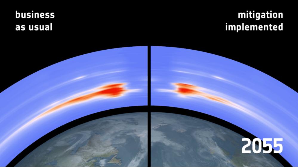 Mengden romsøppel som kommer til å være over polene i 2055 med og uten opprydding av romsøppel. Grafikk: ESA