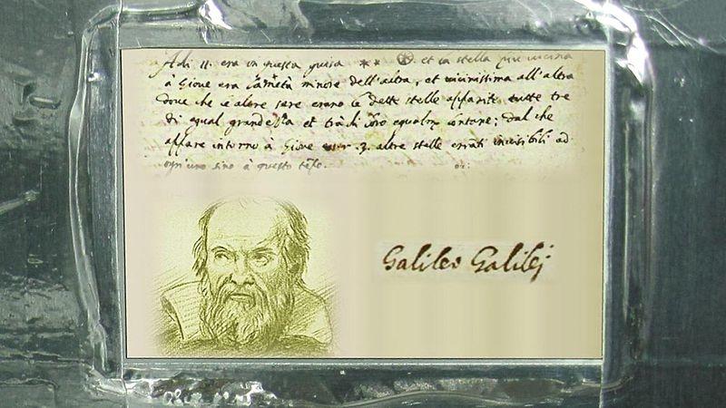 Jupiter-sonden Juno har med seg bilde og sitat av Galileo Galilei da han oppdaget Jupiters fire største måner i 2010. Foto: NASA/JPL
