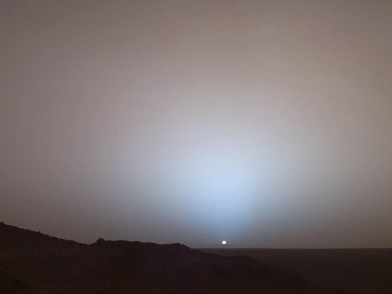 Solnedgang på Mars, tatt av roveren Spirit i mai 2005.