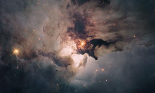 Lagune-nebulaen ligger rundt 5000 lysår fra oss, med retning mot konstellasjonen Skytten. Foto: Hubble/NASA/ESA.