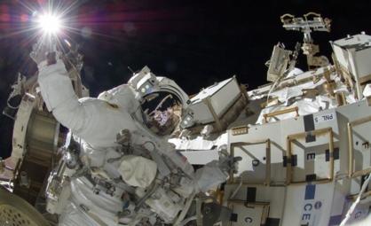 Den amerikanske astronauten Sunita Williams på romvandring. Foto: NASA.