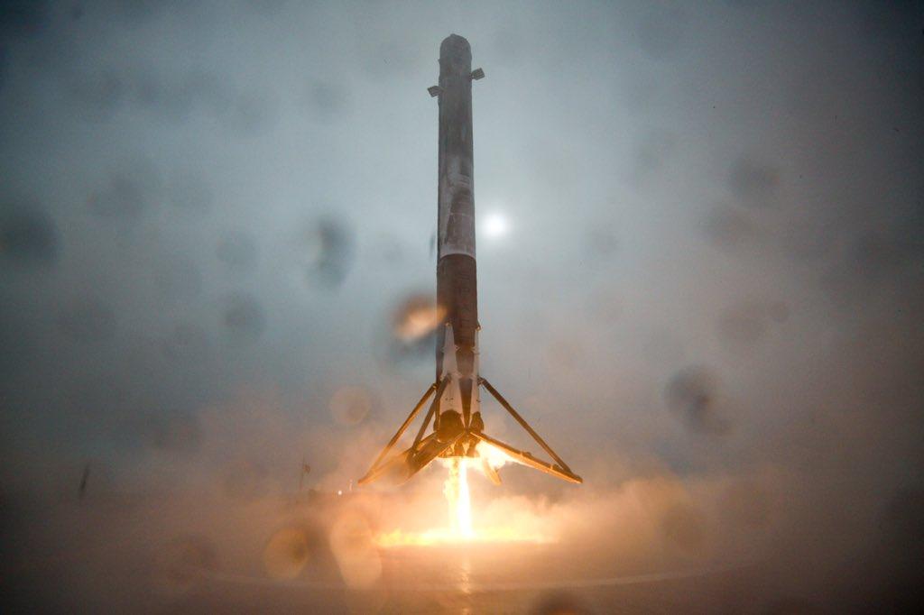 Etter oppskytingen av havsatellitten Jason-3 den 17. januar 2016, klarte bæreraketten Falcon 9 nesten å lande på et droneskip i Stillehavet. Foto: SpaceX