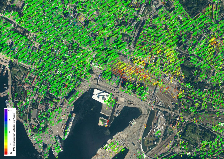 Nedsynking (gult, oransje, rødt) rundt sentralbanestasjonen i Oslo. Grønt viser ingen bevegelse. Foto: Contains modified Copernicus Sentinel data (2014–16)/ESA SEOM INSARAP study/InSAR Norway project/NGU/Norut/PPO.labs
