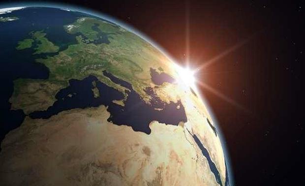 Europa og Afrika sett fra rommet. Grafikk: ESA