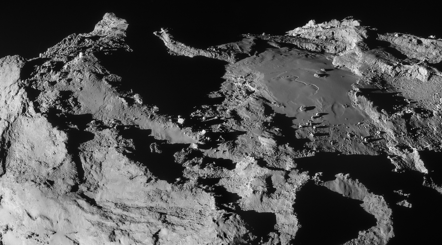 Kometen 67Ps overflate sett i bare 14 kilometers høyde av Rosetta den 28. mars 2015. Foto: ESA/Rosetta/NAVCAM – CC BY-SA IGO 3.0