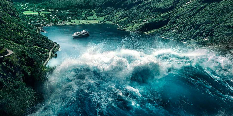 I den norske katastrofefilmen Bølgen blir Geiranger rasert etter ras fra Åkneset. Foto: Nordisk Film.