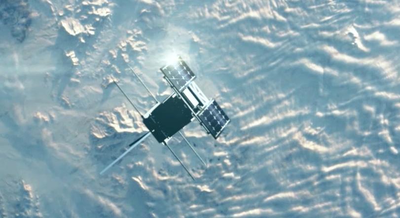 Illustrasjon av NorSat-1 i bane. Illustrasjon: Snøball.